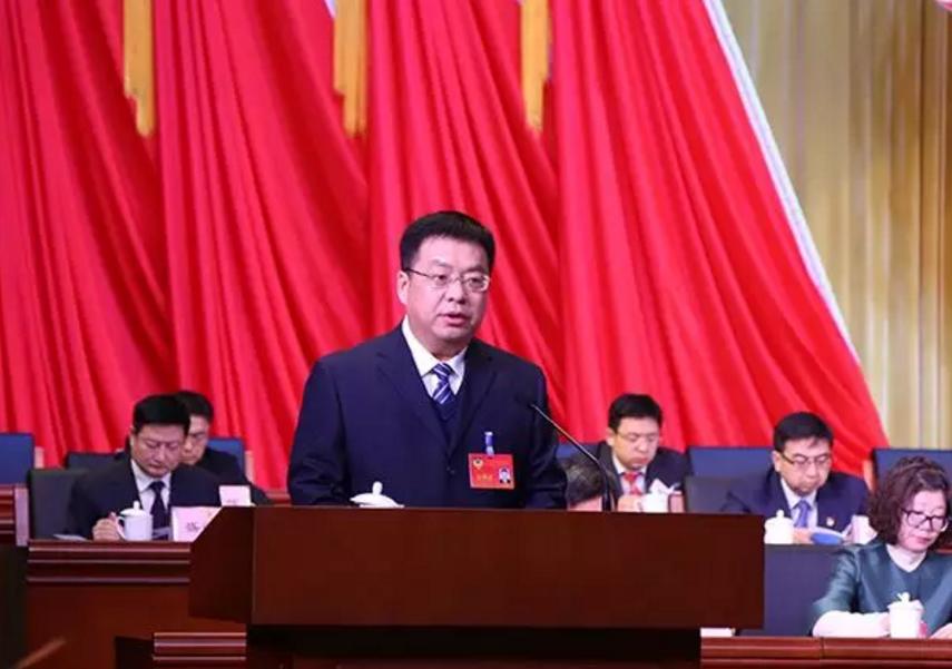 区政协副主席单成刚代表政协北京市顺义区第五届委员会常务委员会作工作报告