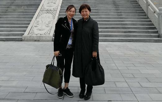 与北京市政府副秘书长陈蓓女士合影